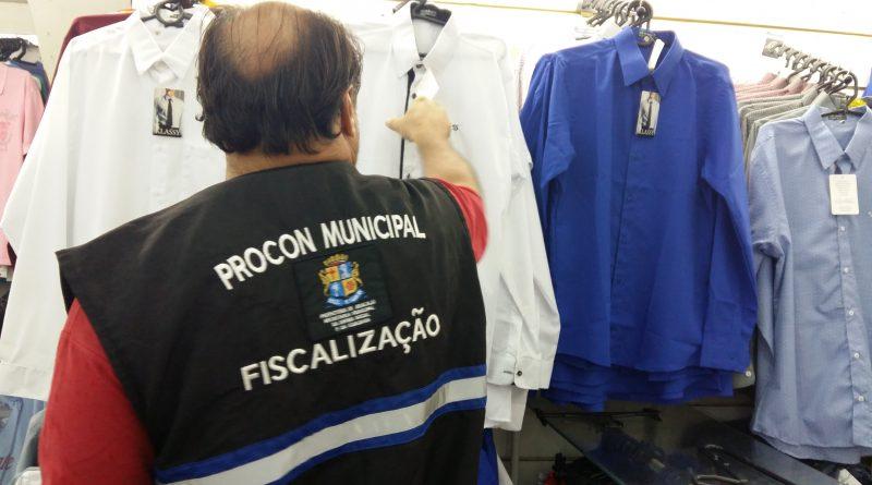 Equipes de fiscalização do Procon de Aracaju intensificam as ações no centro da capital.