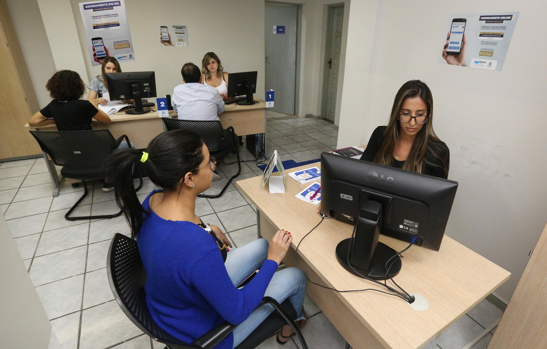 Na atual gestão, a marcação do atendimento é online, facilitando a vida do cidadão (Fotos: Silvio Rocha)
